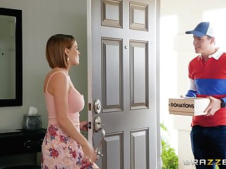 MILF slut Krissy Lynn seduces burnish apply delivery guy and eats his cum