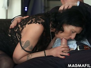 Vulgar cougar gets intimate around one of her business partners right in burnish apply office