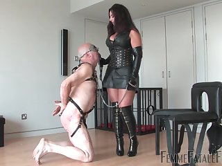 Mature in latibulize outfit, rough sex more than her senior slave