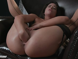 Sex-starved babe Victoria Voxxx is dildo making out insatiable wet cunt