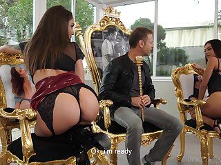 Italian seductress Martina Smeraldi with the addition of the brush girlfriend are fucked unconnected with a crowd of horny hard up persons