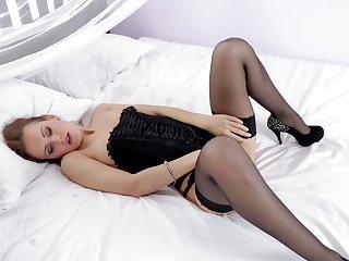 Abstruse cutie Sabrina Moor drops her black lingerie to masturbate