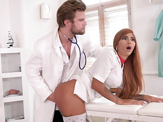 Kinky doc makes nurse squirt
